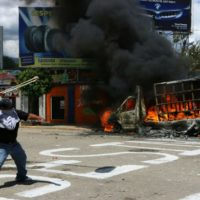 [México] Vídeo: Protestos durante visita do presidente Enrique Peña Nieto à Oaxaca