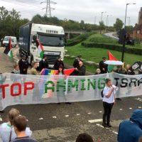 [Reino Unido] Milhares se reúnem em Londres para protestar contra feira internacional de armamentos