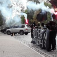 [Ucrânia] Vídeo: Ação anarquista em frente da embaixada da Bielorrússia em Kiev