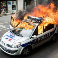 [França] Saiu o veredito sobre o processo do carro policial incendiado durante manifestação em Paris