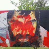 """[Argentina] Vandalizaram um mural de Santiago Maldonado em Lago Puelo: """"Por que cobrem seus olhos?"""""""