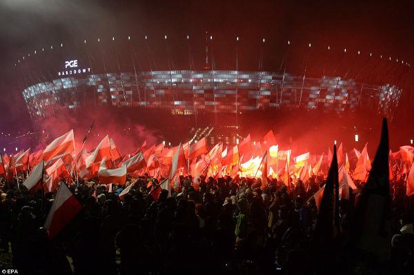 polonia-marcha-fascista-reune-milhares-de-pessoa-1