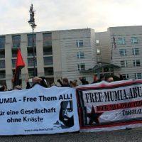 [Alemanha] Protesto em frente à Embaixada dos Estados Unidos em Berlim pede a libertação de Mumia Abu-Jamal