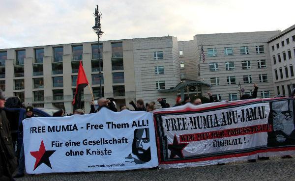 alemanha-protesto-em-frente-a-embaixada-dos-esta-1
