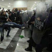 [Grécia] Governo esquerdista prepara medidas contra ativistas que contestam leilões de habitações