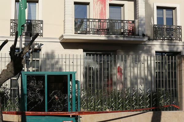 grecia-grupo-anarquista-ataca-embaixada-da-arabi-1