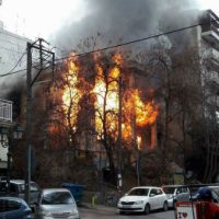[Grécia] Tessalônica: Ataque incendiário fascista deixa destruída a okupa Libertatia