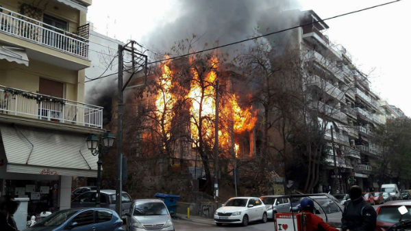 grecia-tessalonica-ataque-incendiario-fascista-d-1