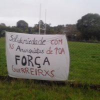Faixa em solidariedade com xs perseguidxs pela Operação Érebo