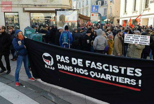 franca-angers-400-manifestantes-contra-o-bar-ide-1