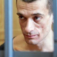 [França] Apelo para apoio ao artista russo Piotr Pavlenski detido desde 16 de Outubro por incendiar o Banco da França