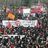 [Itália] Em Macerata, multidão protesta contra fascismo e nazismo