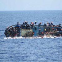 Naufrágio deixa ao menos 90 mortos na costa da Líbia