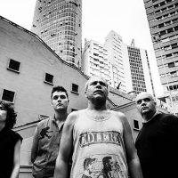 Em novo disco, Cólera continua com mesma pegada punk rock