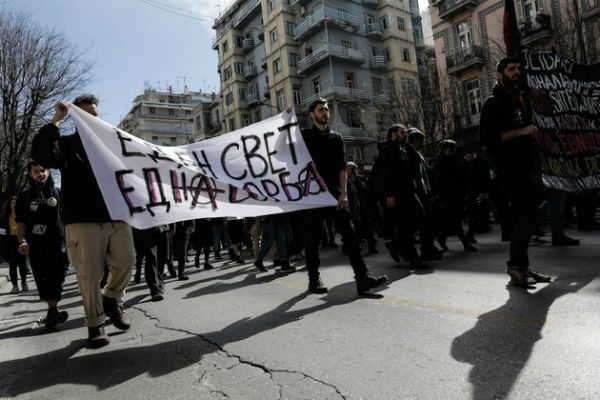 grecia-protesto-contra-nacionalismo-e-fascismo-r-3.jpg