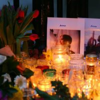 [Reino Unido] Familiares e amigos fazem vigília em memória à Anna Campbell em sua cidade natal