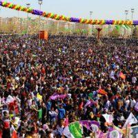 [Turquia-Curdistão] Milhões de curdos celebram o Newroz