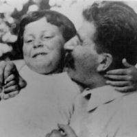 'Prisioneira do nome': quem foi Svetlana Alliluyeva, a filha de Stálin que fugiu aos EUA