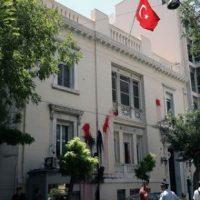 [Grécia] Vídeo: Embaixada da Turquia em Atenas é atacada com bombas de tinta