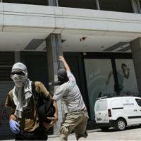 [Grécia] Anarquistas atacam prédio do Ministério das Finanças em Atenas durante Greve Geral
