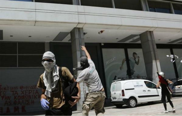 grecia-anarquistas-atacam-predio-do-ministerio-d-1