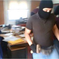 [Grécia] Vídeo: Anarquistas atacam cartório de leilões imobiliários extrajudiciais