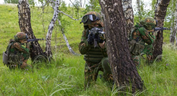 bielorrussia-policia-politica-armada-ataca-um-en-1