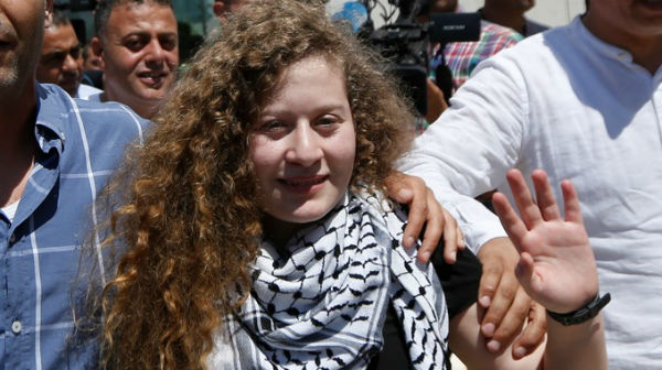 cisjordania-ahed-tamimi-e-libertada-apos-cumprir-1