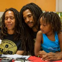 """[EUA] Após 40 anos, Debbie Africa dos """"9 do MOVE"""" é libertada da prisão"""