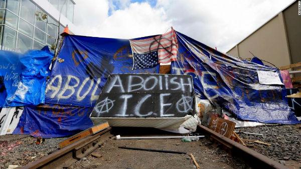 eua-um-mes-da-zona-autonoma-anti-ice-em-portland-1