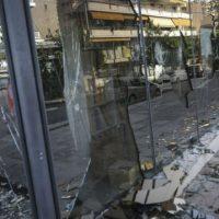 [Grécia] Rouvikonas ataca escritório fiscal no subúrbio de Atenas