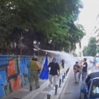[Grécia] Vídeo: Ataque fascista contra o Centro Social Livre Sxoleio em Tessalônica