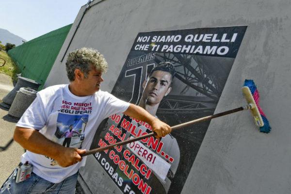 italia-protesto-contra-a-contratacao-milionaria-1