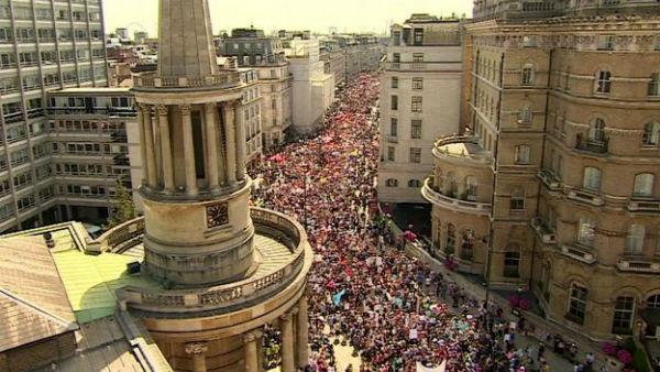 reino-unido-protesto-contra-trump-reune-mais-de-1