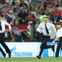 [Rússia] Pussy Riot assume invasão de campo na final da Copa
