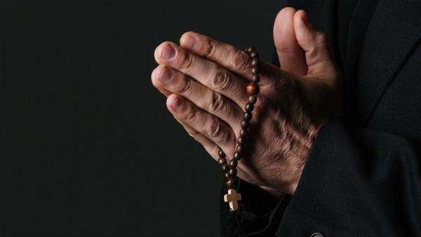 eua-300-padres-sao-acusados-de-pedofilia-na-pens-1