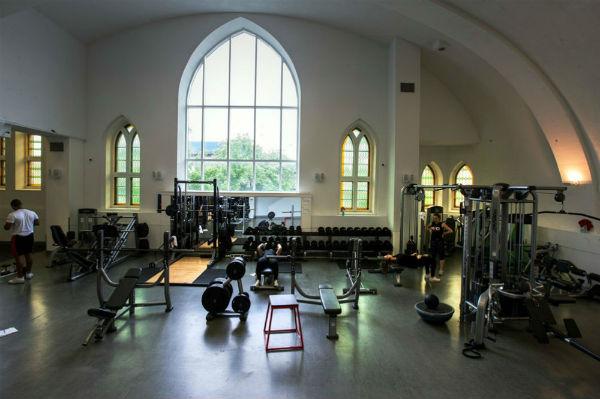 igrejas-catolicas-no-canada-viram-academia-palco-1