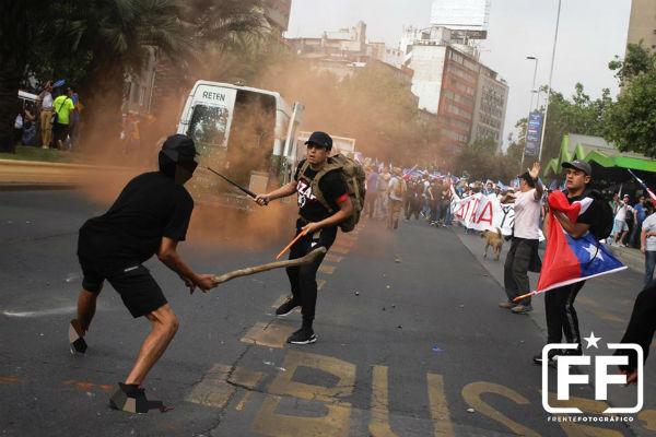 chile-em-santiago-antifascistas-enfrentam-neonaz-1