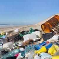 Coca-Cola, Pepsi e Nestlé são as que mais contaminam os oceanos com plástico
