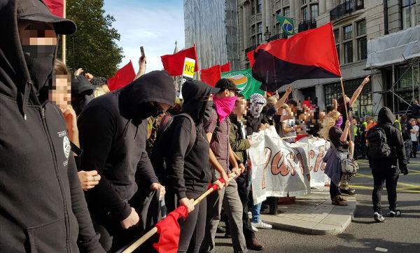 reino-unido-antifascistas-bloqueiam-o-percurso-d-1