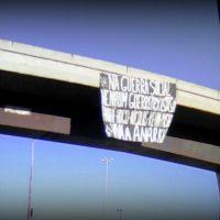 Na guerra social nenhum guerreirx está só. Faixa em um viaduto de Porto Alegre (RS) em cumplicidade com Anahí | Hugo | Nicolas | Kevin | Misha
