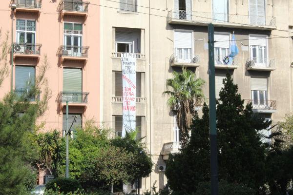 grecia-video-anarquistas-invadem-embaixada-da-ar-1