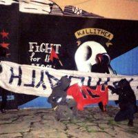 """[Grécia] Vídeo: Anarquistas """"visitam"""" sede do partido neonazista Aurora Dourada em Aspropyrgos"""
