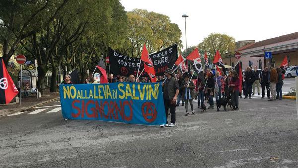 italia-manifestacao-antimilitarista-internaciona-2.jpg