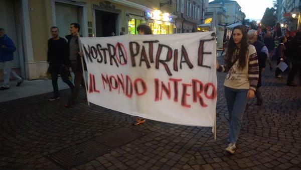 italia-manifestacao-antimilitarista-internaciona-3.jpg