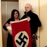 [Reino Unido] Casal que batizou filho como 'Adolf Hitler' é condenado por participar de organização neonazista