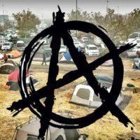[EUA] Como anarquistas ajudaram os refugiados de incêndio californianos em um estacionamento do Walmart