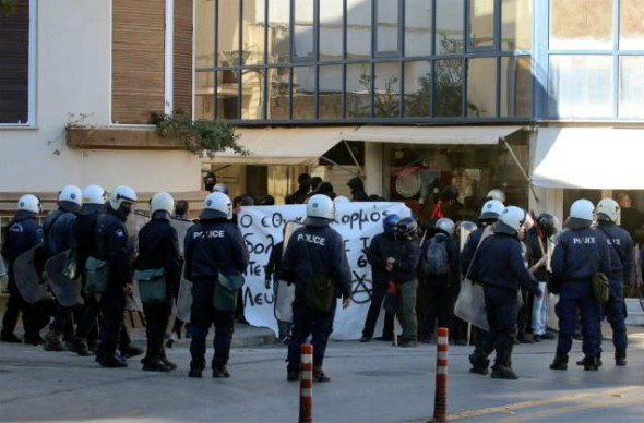 grecia-ilha-de-creta-antifascistas-enfrentam-fas-1