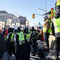 [Canadá] Comboio de coletes amarelos de extrema-direita chega em Ottawa: Recebido com Resistência