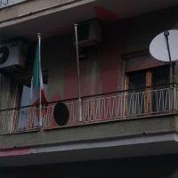 [Grécia] Patras: Anarquistas lançam bombas de tintas contra o consulado italiano em solidariedade com El Asilo Occupato em Turim